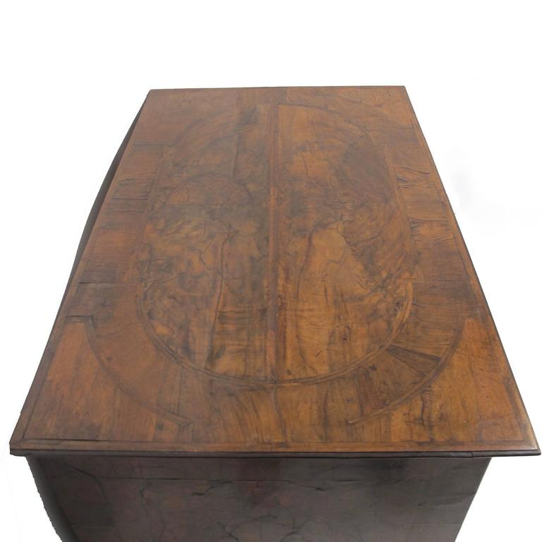 George II Burl Walnut Chest of Drawers For Sale 1