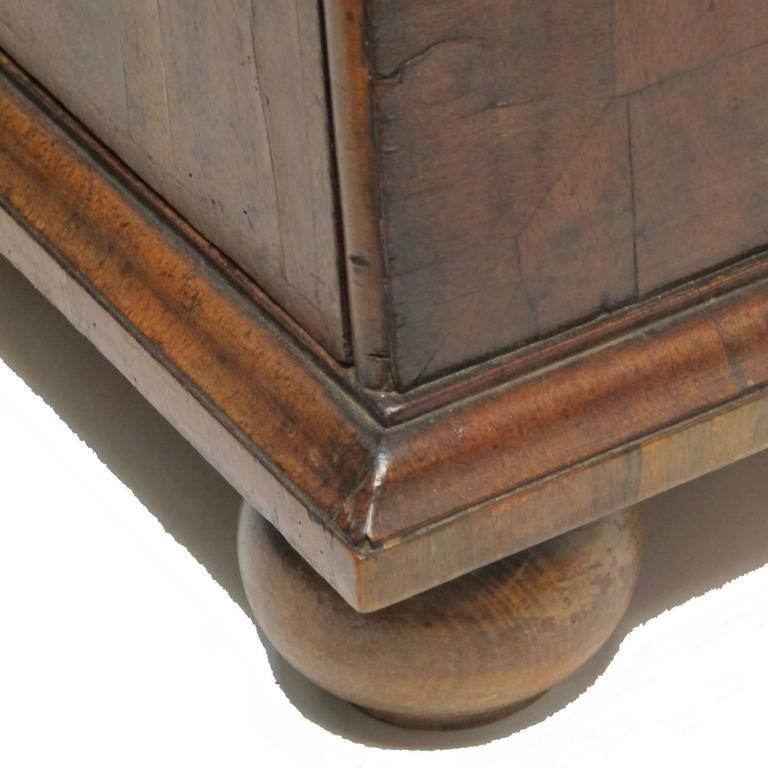George II Burl Walnut Chest of Drawers For Sale 2