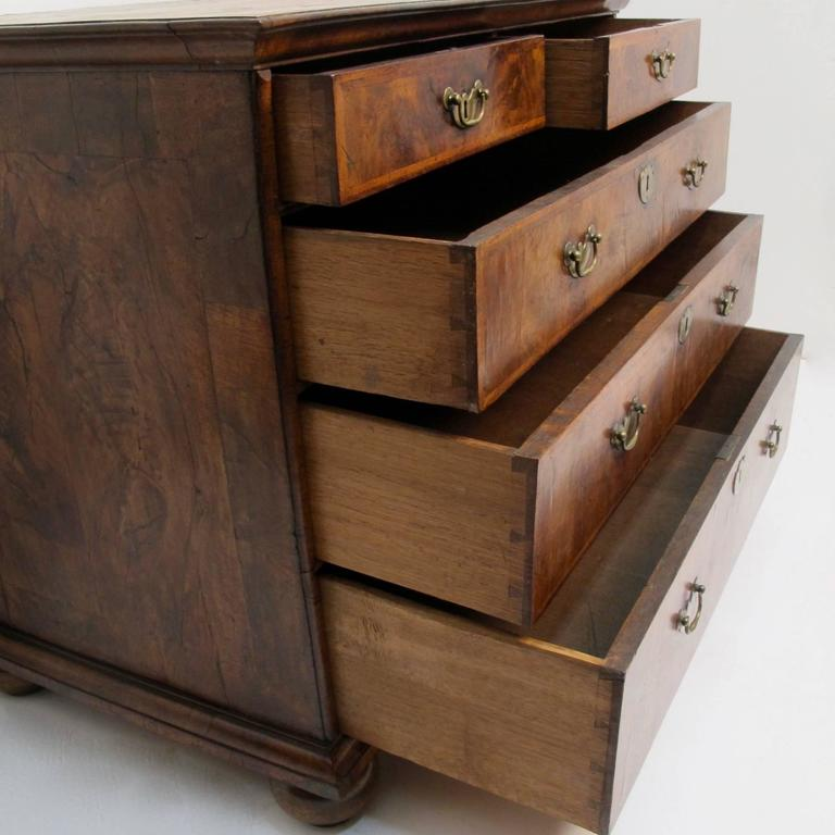 George II Burl Walnut Chest of Drawers For Sale 3