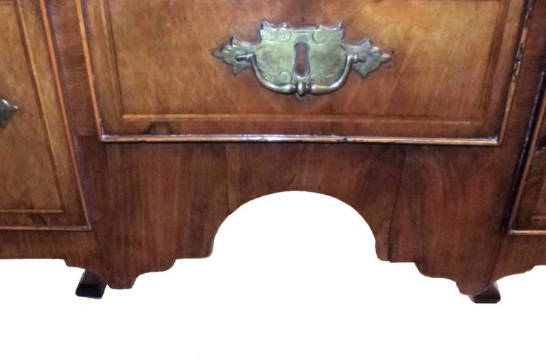George II Burl Walnut Lowboy In Excellent Condition For Sale In San Francisco, CA