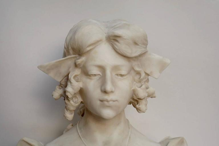 Grand Tour Carrara alabaster bust of Dante's Beatrice, Italian, 19th Century In Excellent Condition For Sale In San Francisco, CA