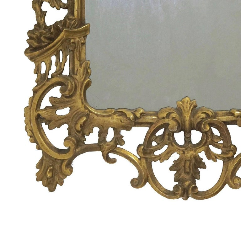 Beautifully hand-carved giltwood Rococo mirror with carved C scrolls and acanthus leaves, having its original gilt finish and original mirror plate, Italy, circa 1740.