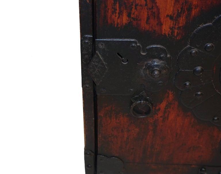 19th Century Japanese Kakesuzuri Funa Dansu Sea Chest with Iron Hardware For Sale 7