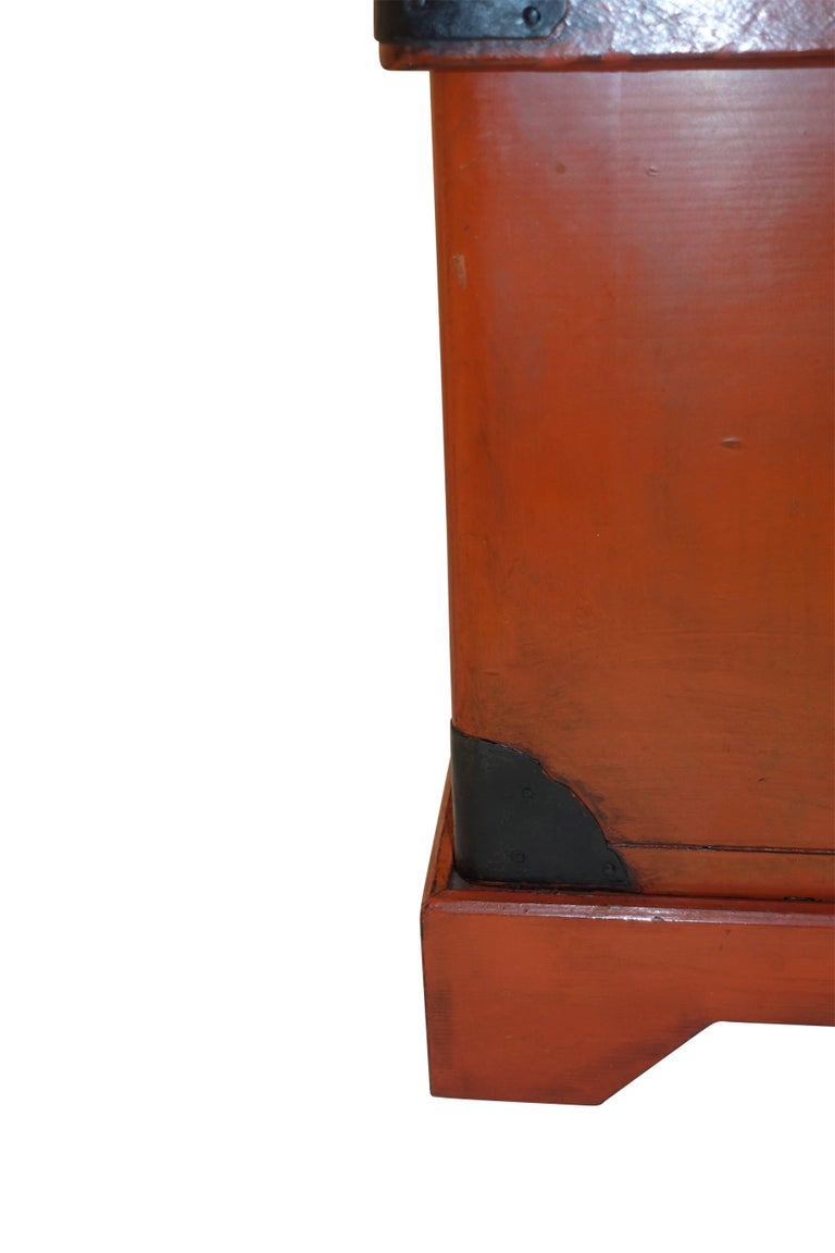 Pair of Lacquered Trunks or Tables on Custom Stands, Japanese 19th Century For Sale 4