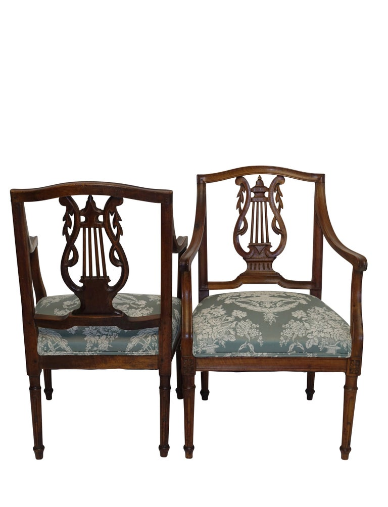 Pair of Neoclassical Walnut Armchairs, Italy, 18th Century For Sale 3