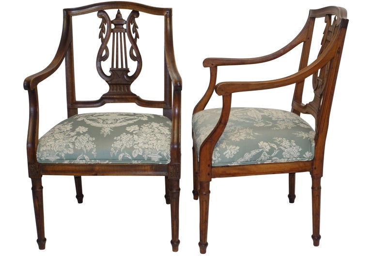 Italian Pair of Neoclassical Walnut Armchairs, Italy, 18th Century For Sale
