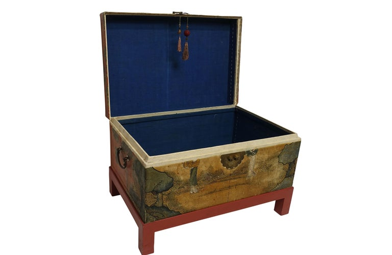 Chinese Export Hand-Painted Leather Trunk on Stand, Early 20th Century For Sale 5