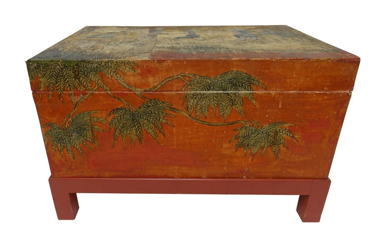 Chinese Export Hand-Painted Leather Trunk on Stand, Early 20th Century For Sale 6
