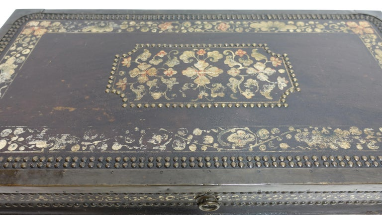 19th Century Chinese Export Hand-Painted Leather Trunk For Sale 3