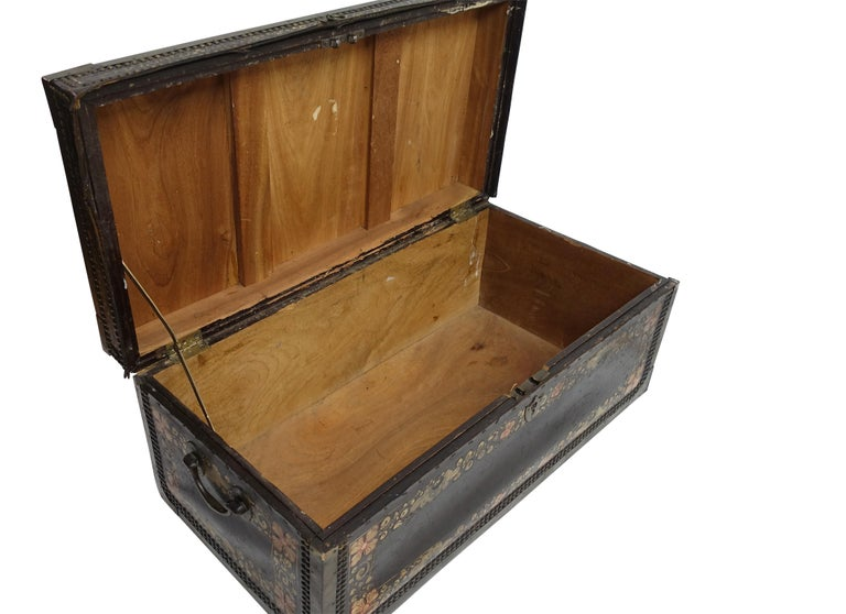 19th Century Chinese Export Hand-Painted Leather Trunk For Sale 5