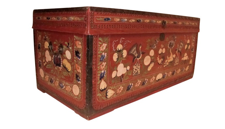 19th Century Chinese Export Hand-Painted Red Leather Trunk For Sale 1