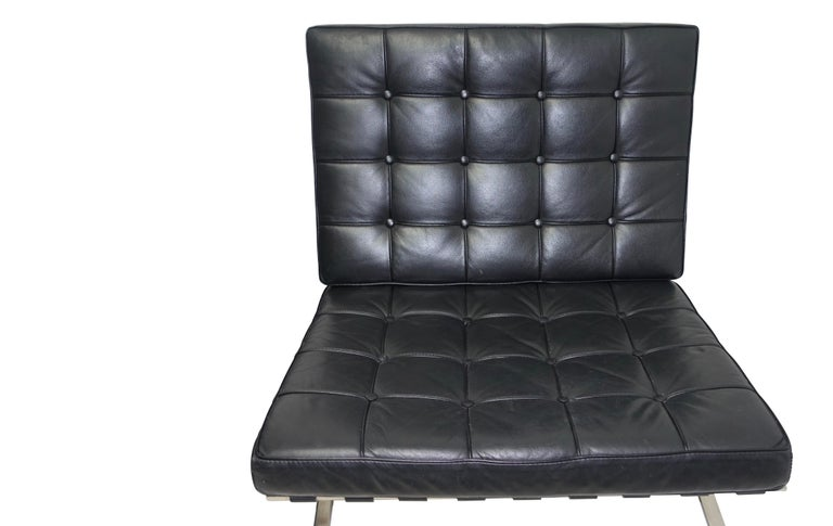 Pair of Knoll Barcelona Style Black Leather Chairs, Mies van der Rohe In Excellent Condition For Sale In San Francisco, CA