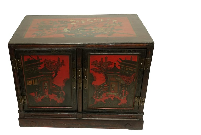 Pair of Chinese Lacquer Robe Cabinets, Qing Dynasty, circa 1840 For Sale 1