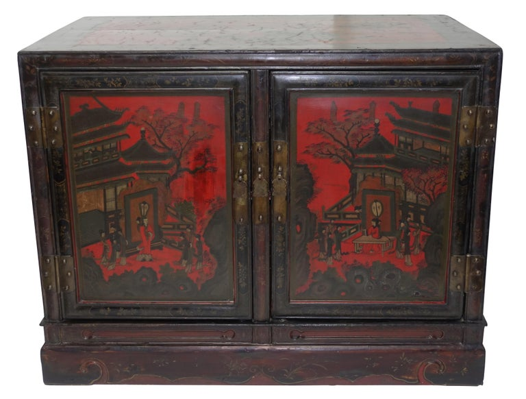 Pair of Chinese Lacquer Robe Cabinets, Qing Dynasty, circa 1840 For Sale 2
