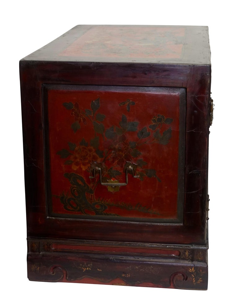 Pair of Chinese Lacquer Robe Cabinets, Qing Dynasty, circa 1840 For Sale 3
