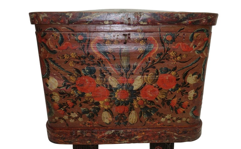 Norwegian Scandinavian Painted Dowery Chest, circa 1800 In Good Condition For Sale In San Francisco, CA