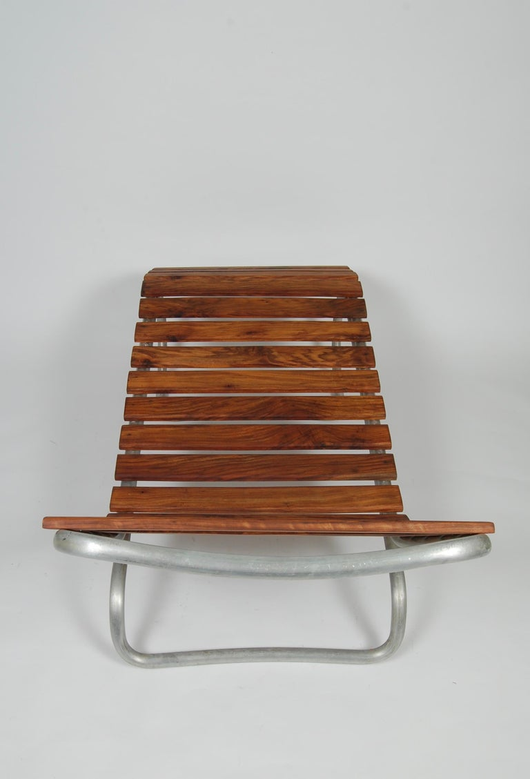 Modernist / Bauhaus Style Chaise in Aluminum and Claro Walnut For Sale 1