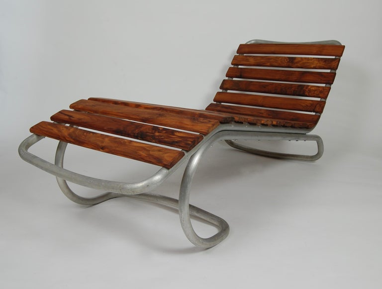Modernist / Bauhaus Style Chaise in Aluminum and Claro Walnut For Sale 2