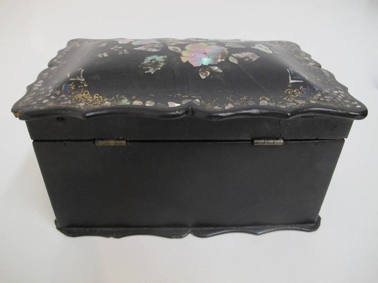 Mother-of-Pearl 19th Century English Papier Mâché Tea Caddy For Sale