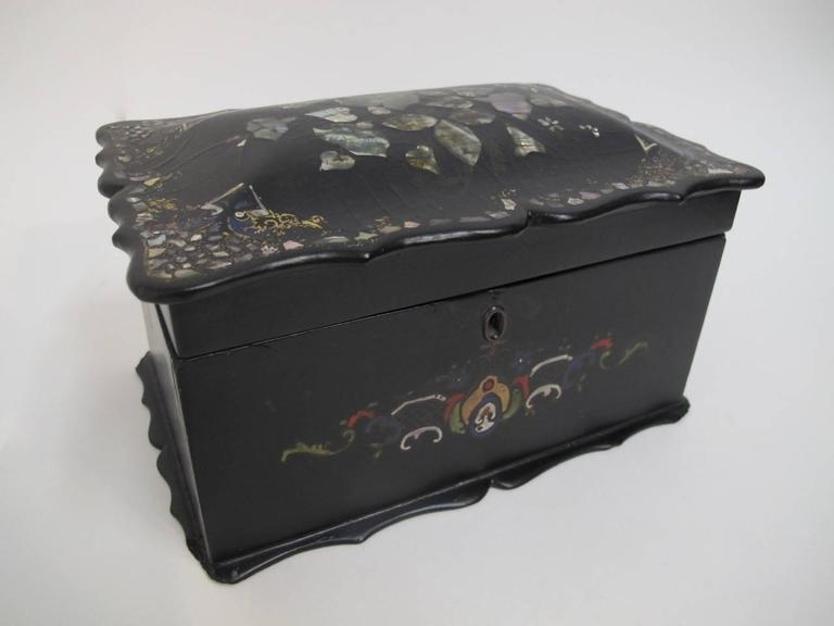 19th Century English Papier Mâché Tea Caddy In Good Condition For Sale In San Francisco, CA