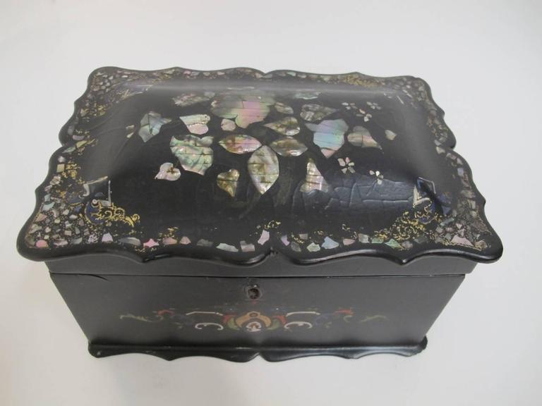 Lovely old papier mâché tea caddy with inlaid mother-of-pearl and hand-painted decoration, England, 19th century.