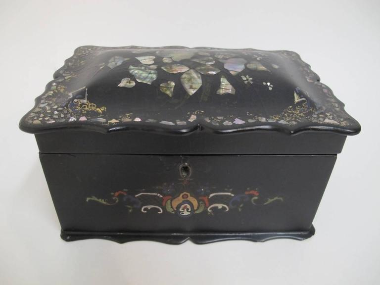Hand-Painted 19th Century English Papier Mâché Tea Caddy For Sale