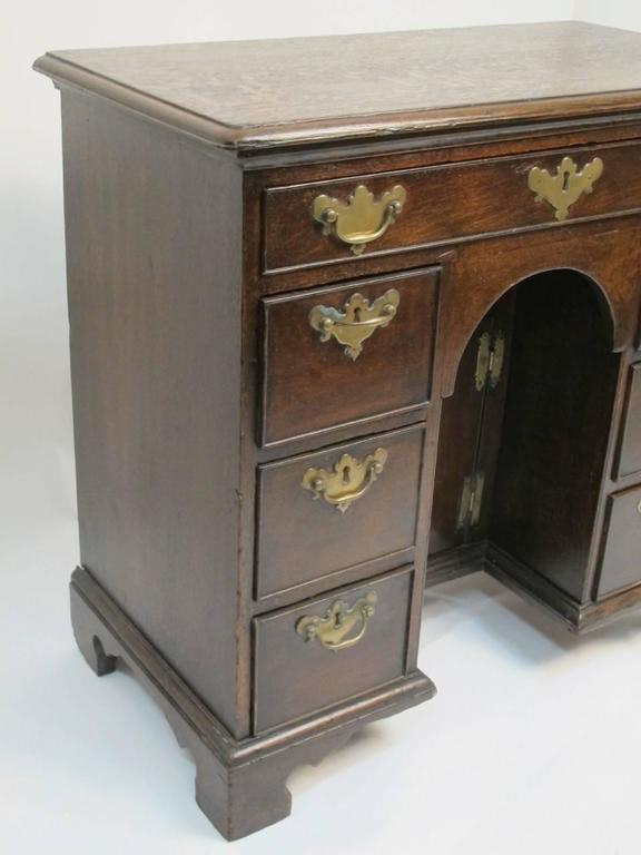 George II Oak Dressing Table or Desk In Excellent Condition For Sale In San Francisco, CA
