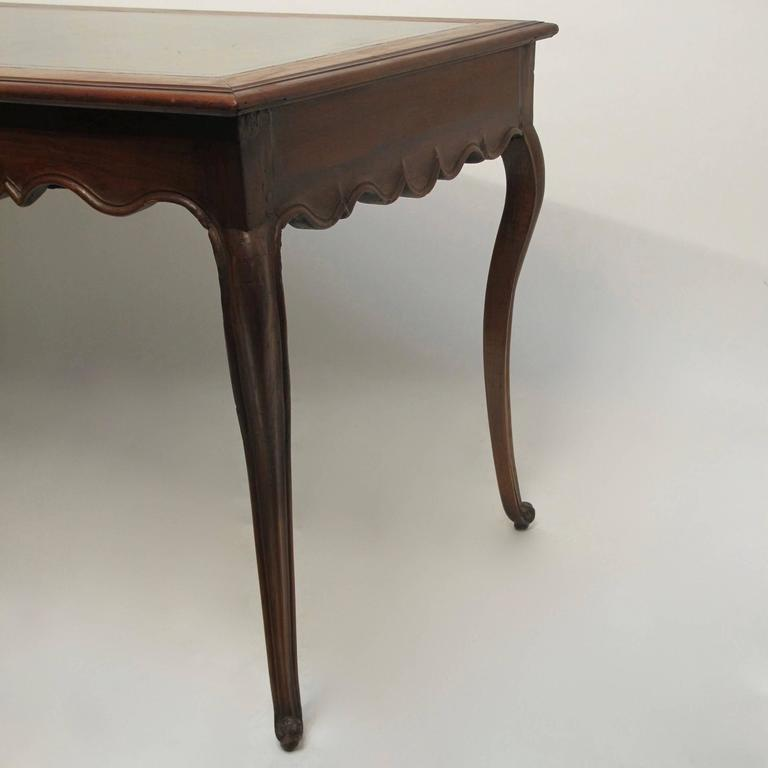 Walnut Writing Table Desk with Inset Leather, French 18th Century For Sale 1