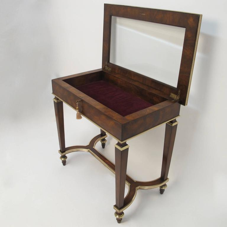English Mahogany and Bronze Vitrine In Excellent Condition For Sale In San Francisco, CA