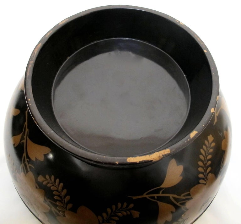Japanese Meiji Period Lacquered Lidded Bowl For Sale 4