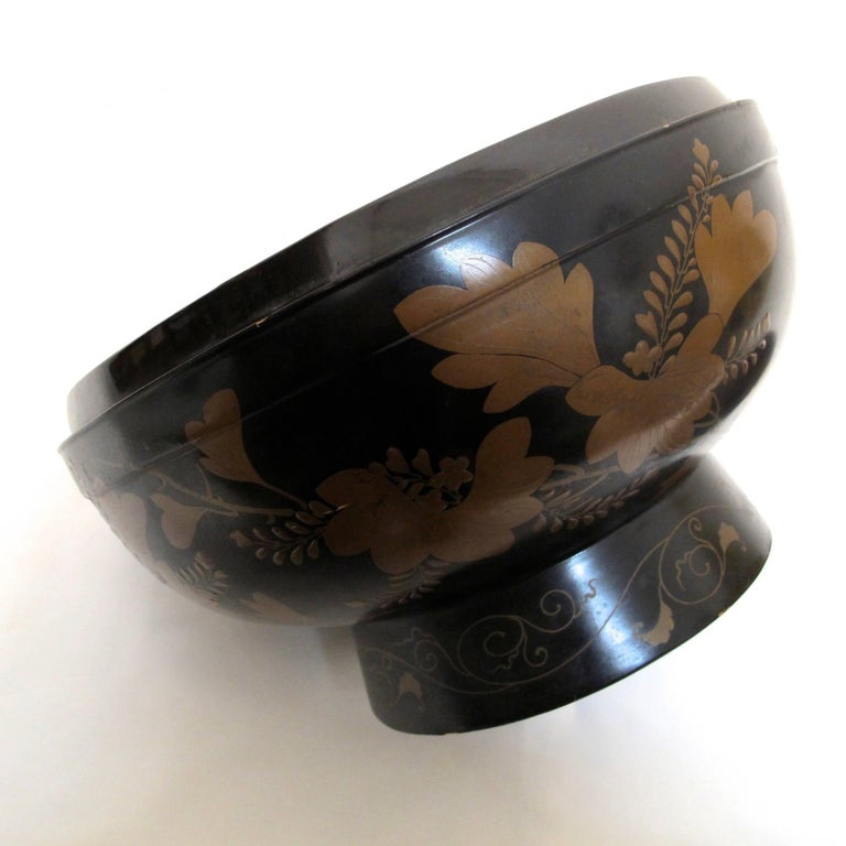 Japanese Meiji Period Lacquered Lidded Bowl For Sale 3