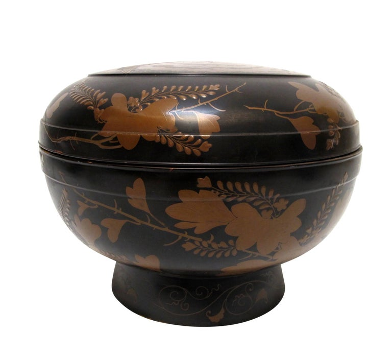 A large Japanese Meiji period lacquered lidded soup or rice bowl. Beautiful hand-painted decoration inside and out.