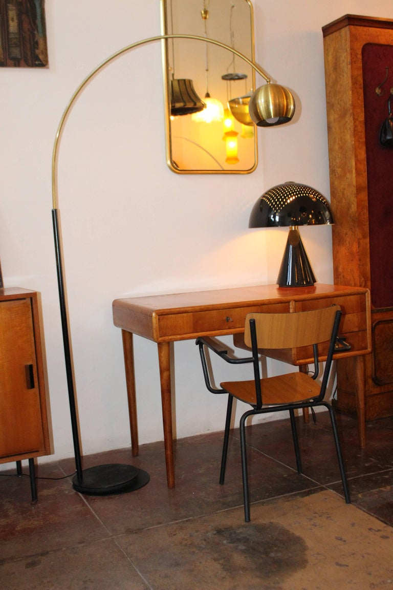 1950s Italian brass and metal arc floor lamp. Brass shade is adjustable and the neck can turn 360 degree.