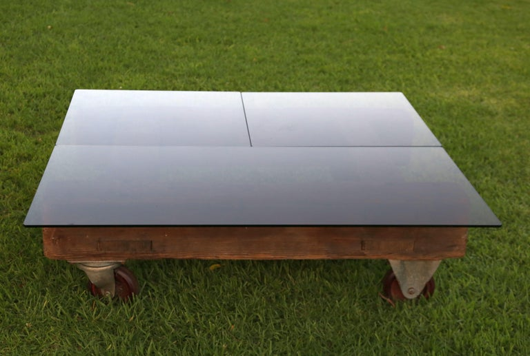 English Industrial Coffee Table In Distressed Condition For Sale In Los Angeles, CA