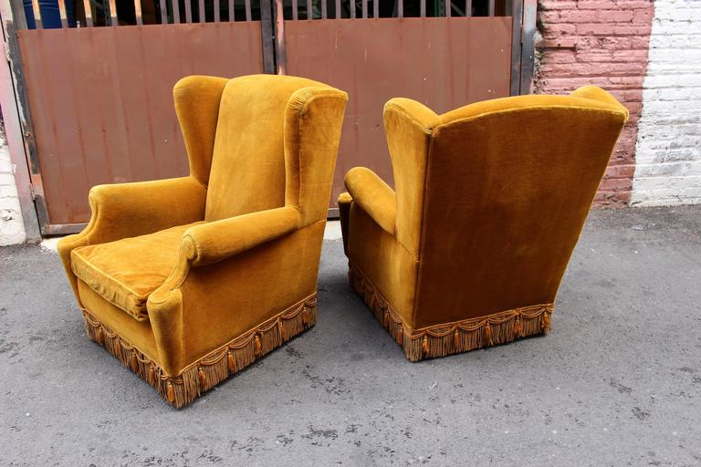 Italian Pair of High Wing Back Chairs In Good Condition For Sale In Los Angeles, CA
