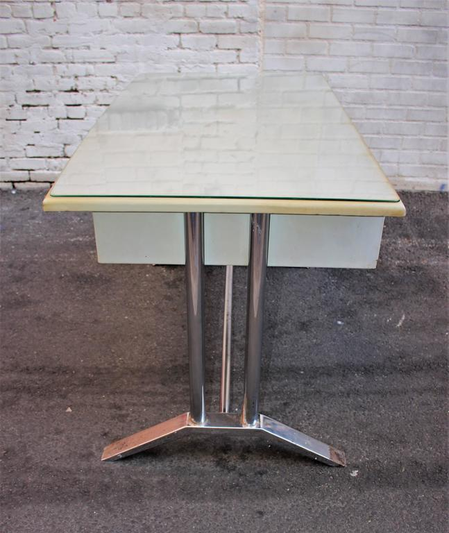 Poli Metal Desk In Good Condition For Sale In Los Angeles, CA