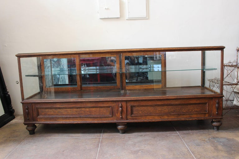 Antique Glass Case by Grand Rapid Store Equipment In Excellent Condition For Sale In Los Angeles, CA