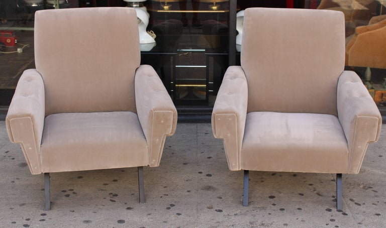 Mid-Century Modern Italian Pair of Lounge Chairs For Sale