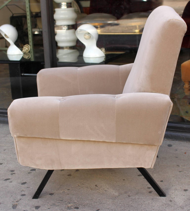 Italian Pair of Lounge Chairs In Excellent Condition For Sale In Los Angeles, CA