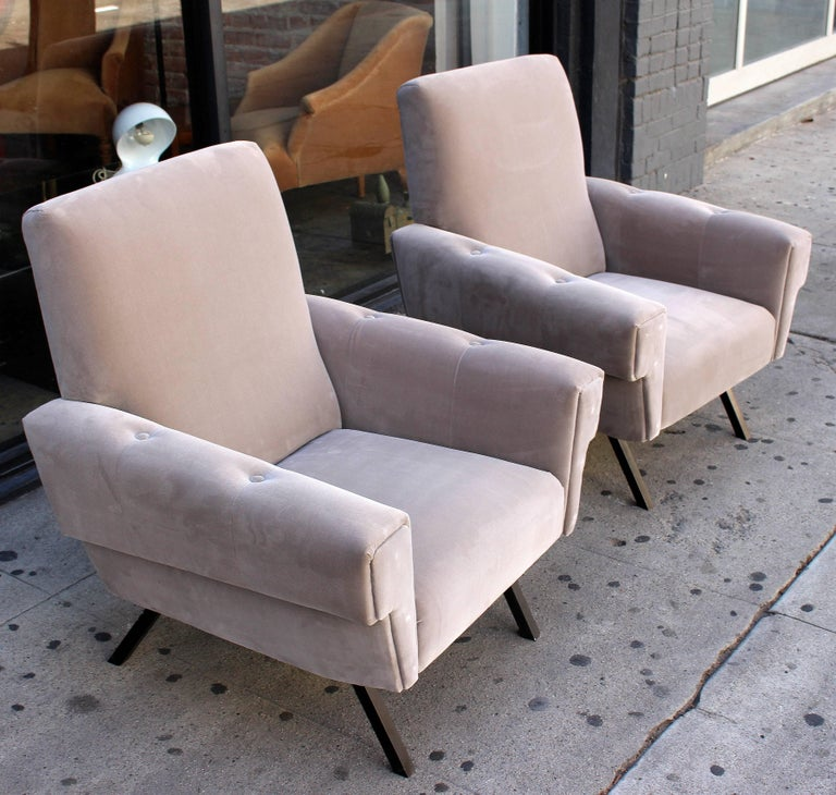 Mid-20th Century Italian Pair of Lounge Chairs For Sale