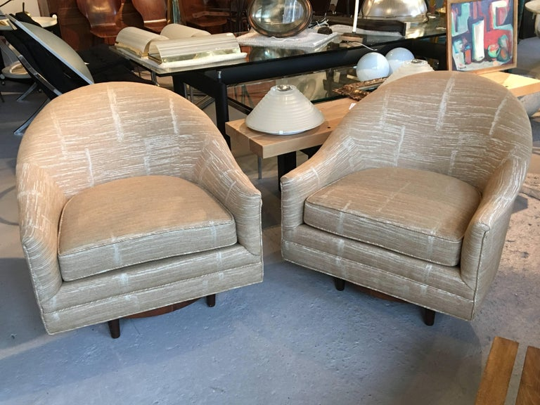 Scandinavian Modern Pair of Scandinavian Swivel Chairs by Selig with Walnut Bases and New Upholstery For Sale