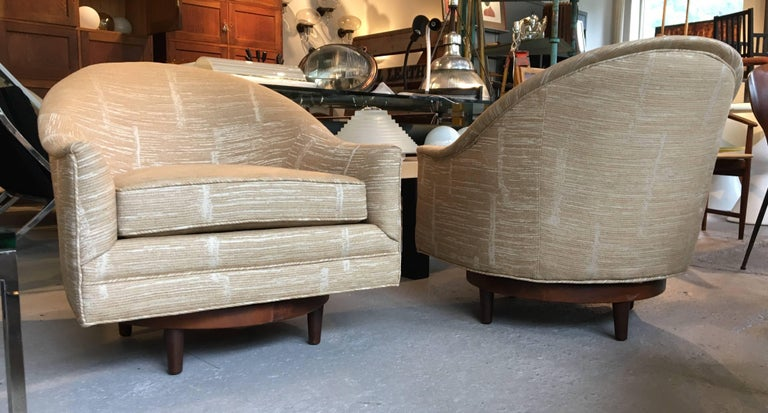 Pair of Scandinavian Swivel Chairs by Selig with Walnut Bases and New Upholstery In Excellent Condition For Sale In Pound Ridge, NY