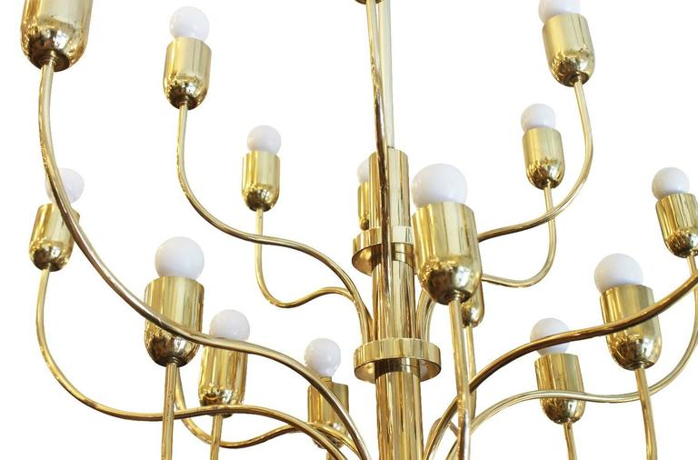 Mid-Century Modern Graceful Eighteen-Arm Brass Chandelier, Italy, 1960s For Sale