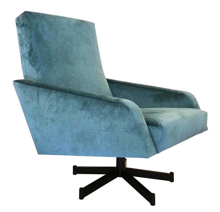 Elegant pair of swivel lounge chairs characterized by straight and diagonal lines. Very comfortable, the seat is on a black swivel base that turns 360 degrees. A great example of Mid-Century Italian design. One armchairs has been newly upholstered