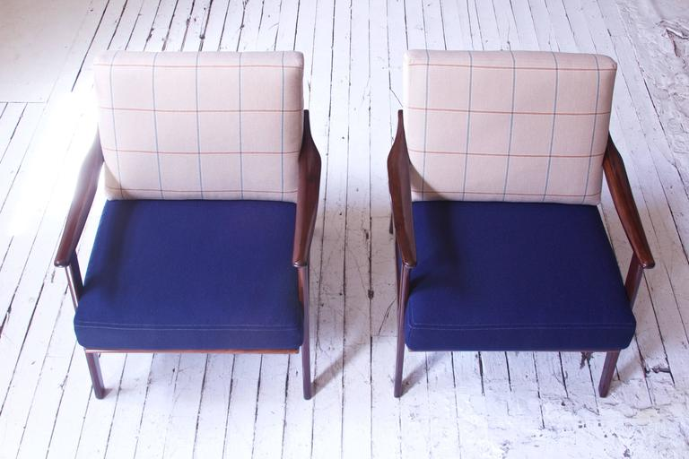 Pair of Vintage Fredrik A. Kayser Teak and Wool Lounge Chairs, Norway, 1950s In Excellent Condition In Brooklyn, NY