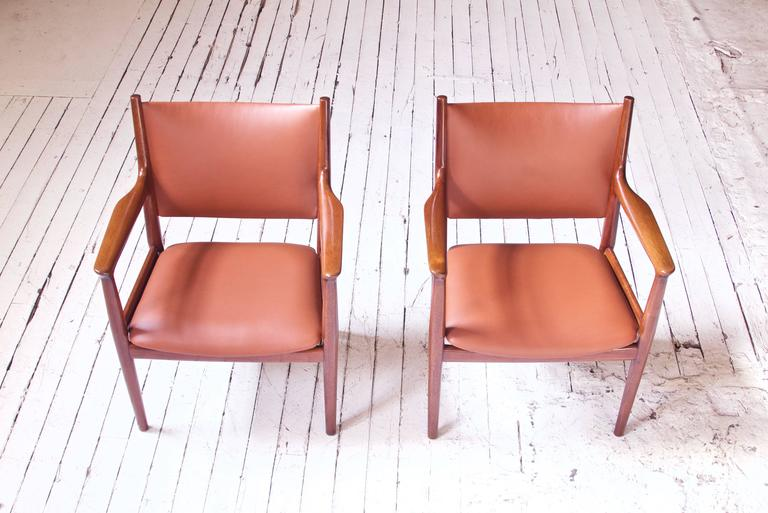 Pair of JH-513 Hans Wegner for Johannes Hansen Teak and Leather Armchairs, 1960s In Excellent Condition In Brooklyn, NY