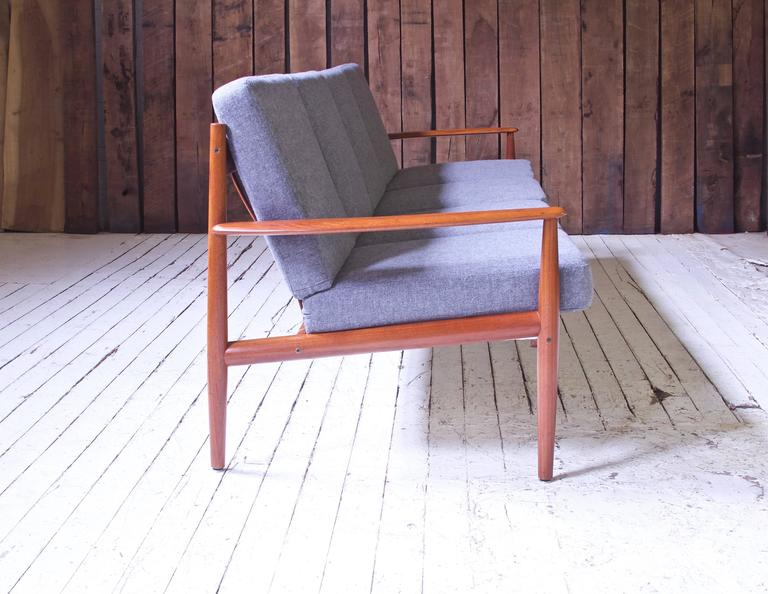 Danish Vintage Grete Jalk Fd-118 Four-Seat Sofa in Teak and Grey Wool, 1960s For Sale