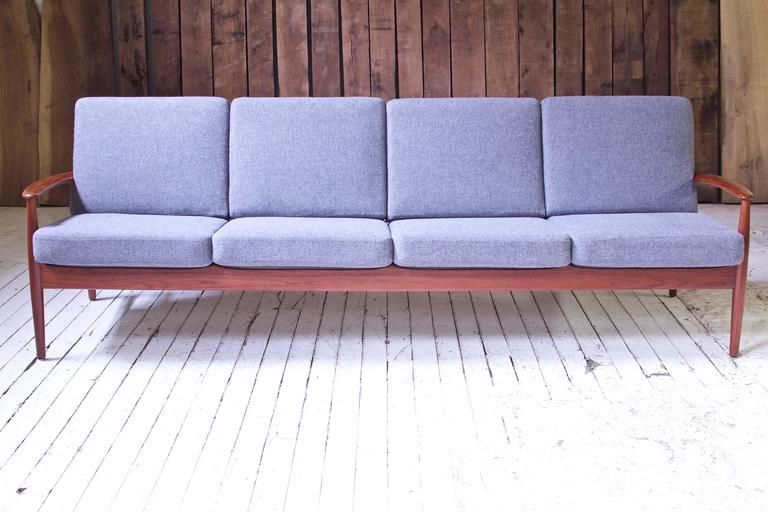 Scandinavian Modern Vintage Grete Jalk Fd-118 Four-Seat Sofa in Teak and Grey Wool, 1960s For Sale