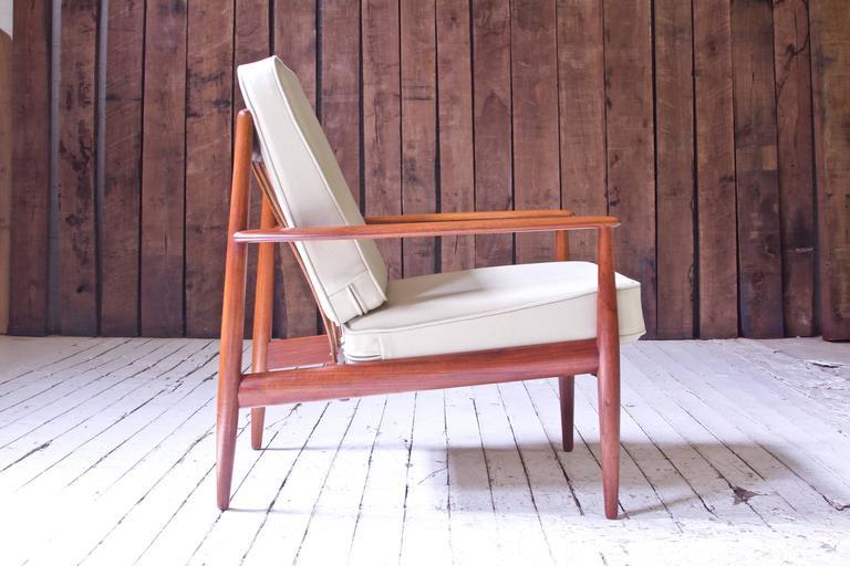 Scandinavian Modern Vintage Grete Jalk Fd-118 Easy Chair in Teak and Beige Wool, 1960s For Sale