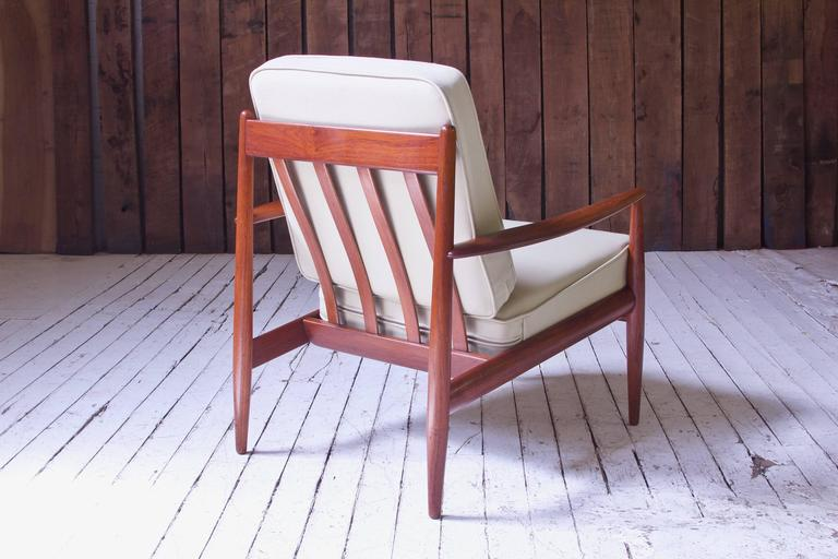 Polished Vintage Grete Jalk Fd-118 Easy Chair in Teak and Beige Wool, 1960s For Sale